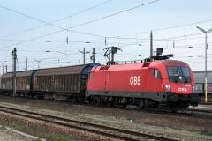1116.065 mit Güterzug in Gramatneusiedl