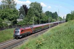 1116 246 mit railjet864 und 1116 201 mit railjet64 in Leonding (7418mdo)