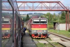 ZSSK 750 300 mit Os1781 in Mlynky (7670_md)