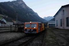 EBB X626 185 und X626 126 mit Arbeitszug vor der Zgfst Vordernberg Süd (7173)