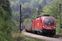 1116.037 mit Güterzug in Eugendorf