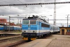 "ČD 162.040 ""Ruzenka"" mit Os in Pardubice hl.n"
