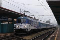 """ČD 380.017 """"Kometa Expres"""" mit IC 572 """"Metropolitan"""" in Ceska Trebova"""