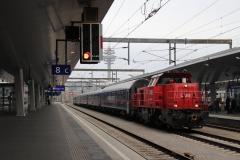 2070.054 mit Fahrverschub in Wien Hauptbahnhof