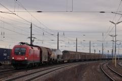 1116.147 mit Güterzug in Gramatneusiedl