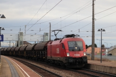 1016.013 mit Güterzug in Gramatneusiedl