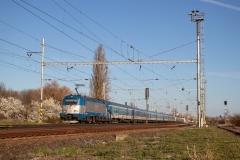 """ČD 380.007 mit EC 276 """"Metropolitan"""" in Velim"""