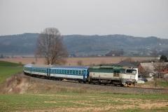 "ČD 754.030 mit R 924 ""Hradečan"" in Červený Kostelec"